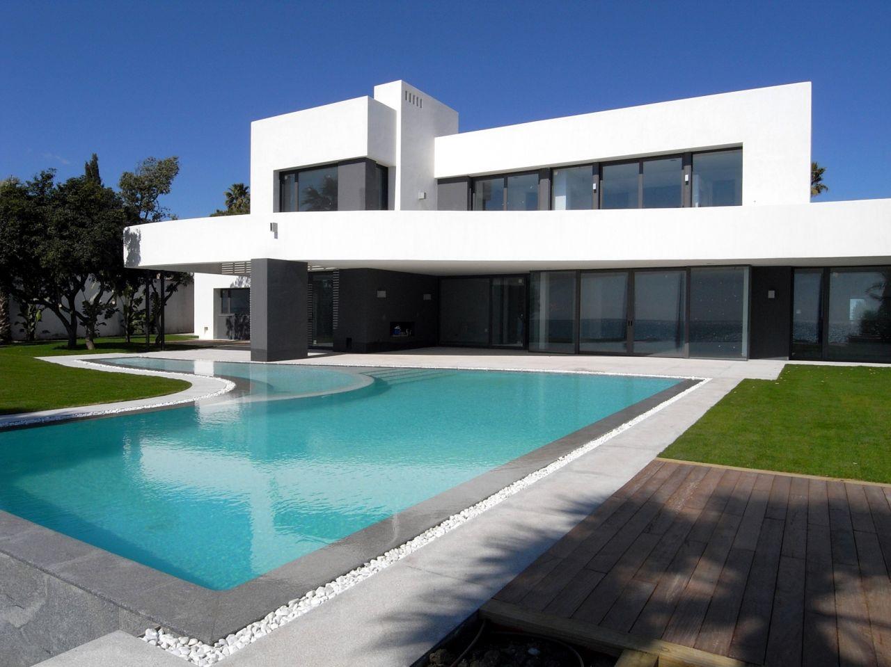 Beachfront villa – Los Monteros