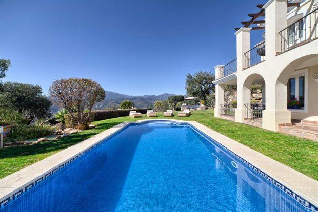 alquilar-casa-en-marbella-con-Magna-Estates 1
