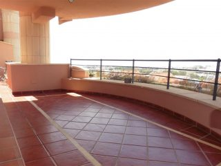 Large 4 bedroom apartment in Magna Marbella facing south and 3 parking spaces