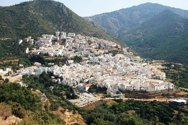 ojen-pueblos-blancos-de-andalucia-cerca-de-marbella