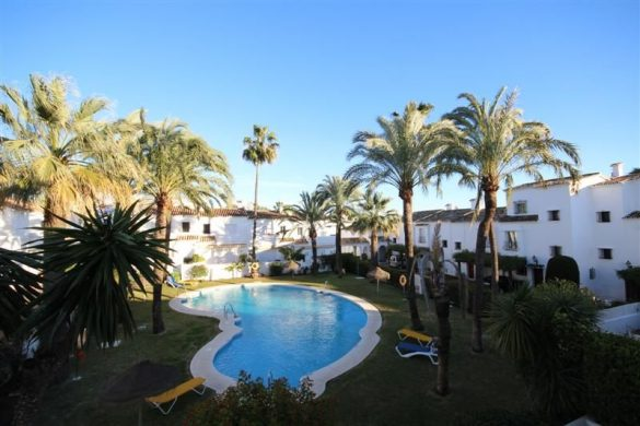 Houses in Nueva Andalucia, Marbella